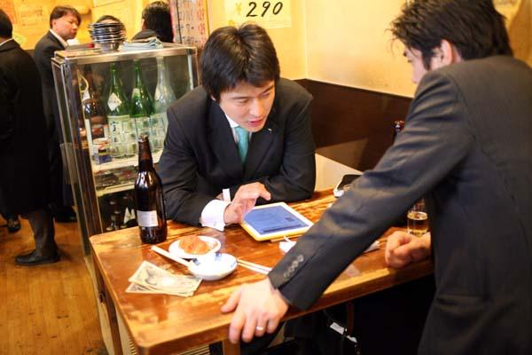 1takioka_tokyo_tachinomi_salarymen_tablet