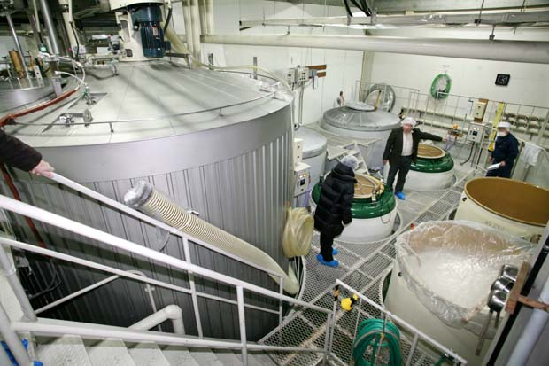 1saito_shuzo_brewery_sake_fermenters