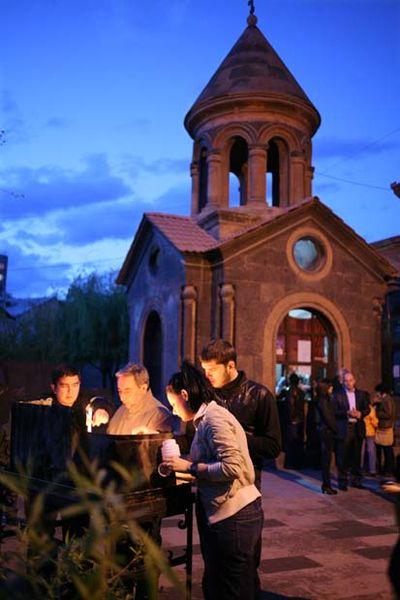 1armenia_church_erevan_easter_candles