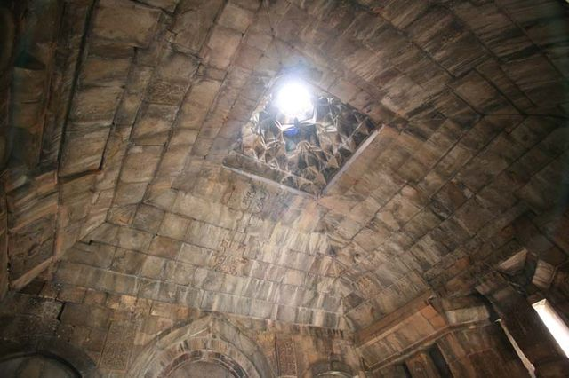 1armenia_church_mountains_light_ceiling