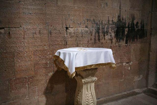 1armenia_church_altar