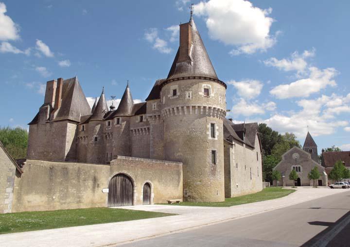 1vins_comtes_fougeres_sur_bievre_chateau