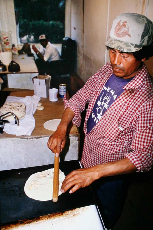 1el_mirage_migrant_worker_grilling_tortilla
