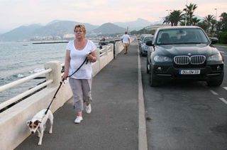 1cabane_plage_cannes_walking_the_dog