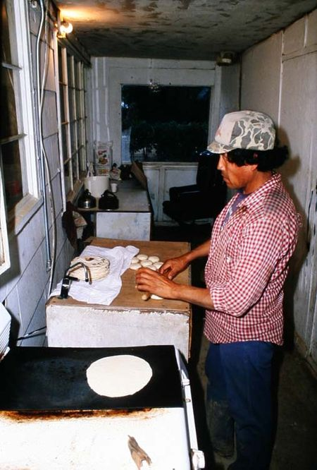 1el_mirage_migrant_worker_making_tortilla