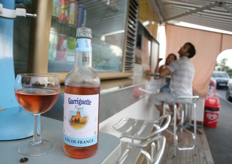 1cabane_plage_cannes_garriguette_rose_wine
