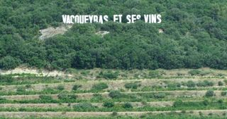 1vacqueyras_coop_giant_sign_on_the_hill