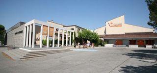1vacqueyras_coop_facility