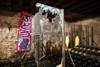 1derain_saint-aubin_sign_cellar