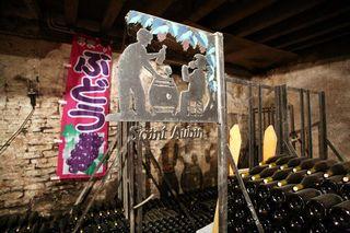 1derain_saint-aubin_sign_cellar