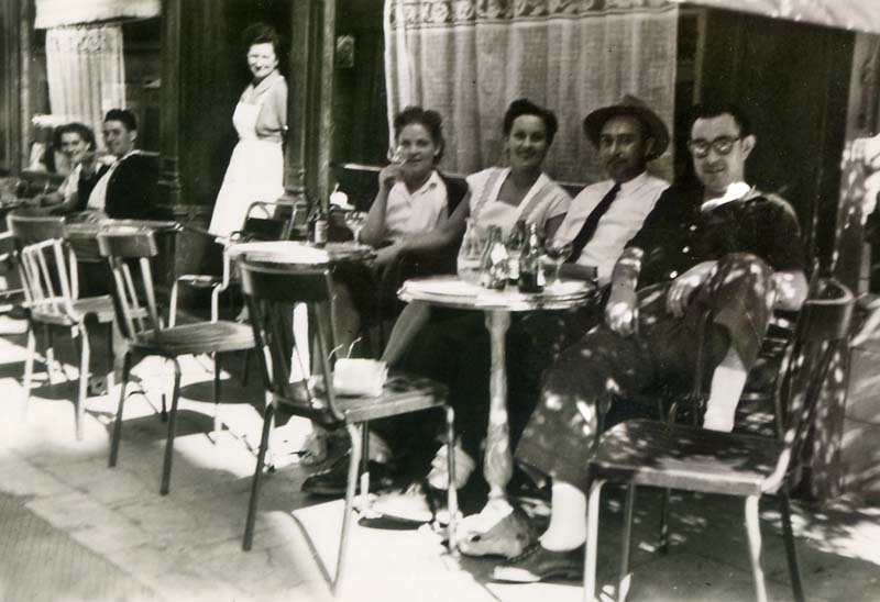 1old_wine_pics_assis_terrasse_cafe