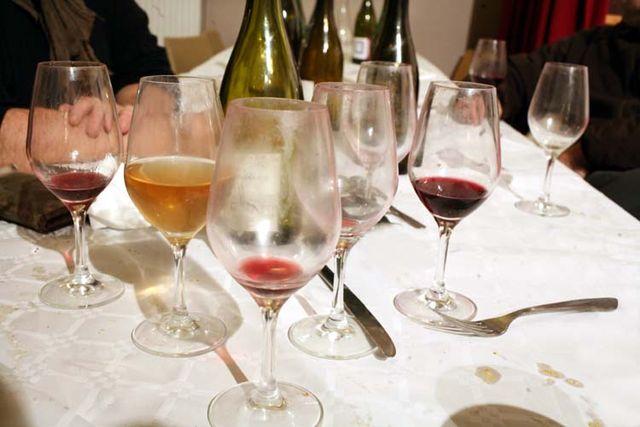 1_10vins_vintners_dinner_empty_glasses