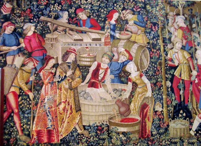 1wine_middle_ages_cluny_tapisserie_les_vendanges_XV