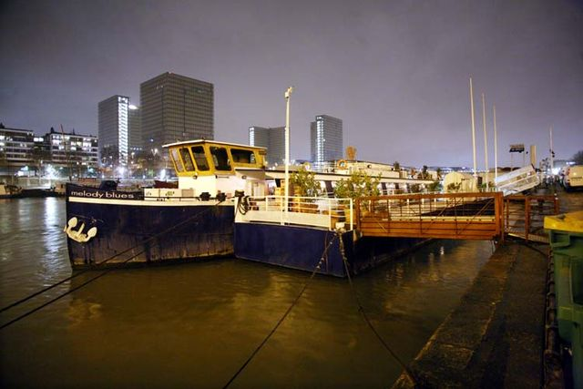 1peniche_melody_barge_paris_wine_tasting