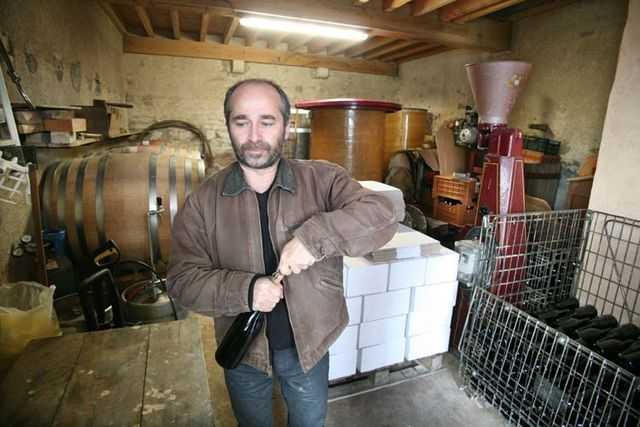 1francois_ecot_chai_uncorking_a_bottle