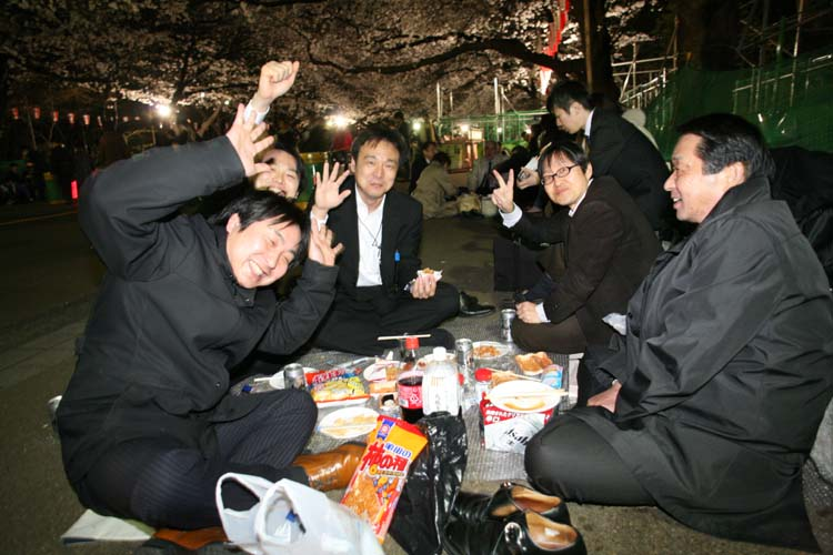 1hanami_colleagues_under_cherry_trees