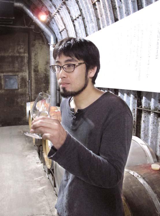Coco_farm_winery_shibata-san_tasting