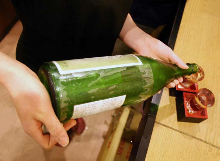 1Takioka3_filling_sake