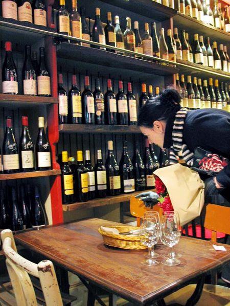 1verre_vole_acheteuse_vin