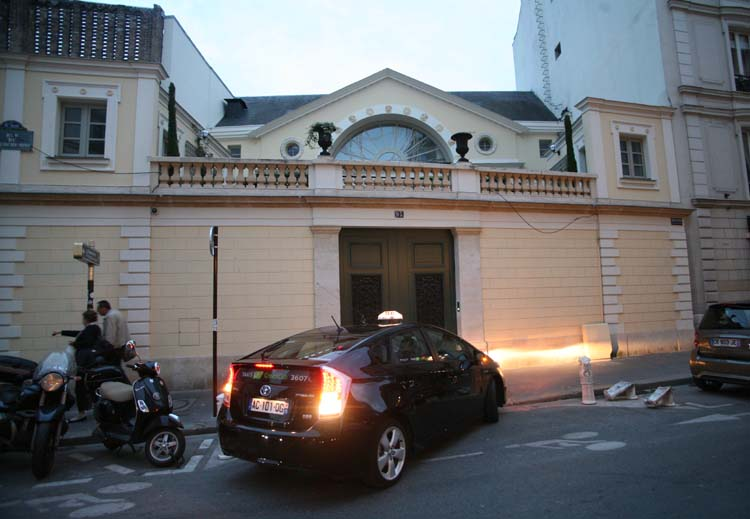 1isse_sake_gerard_depardieu_town_house