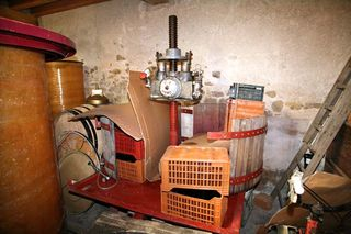 1francois_ecot_burgundy_pressoir_vertical