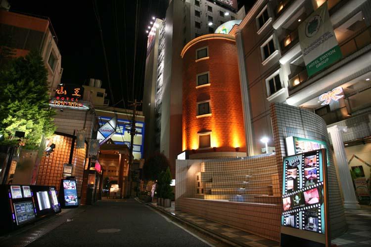 1tokyo_love_hotels_alley_uguisudani
