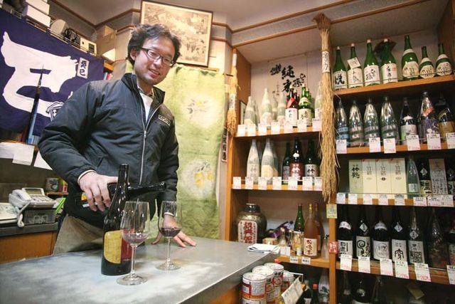 1nodaya_sato_kohei_pouring_wine_tokyo