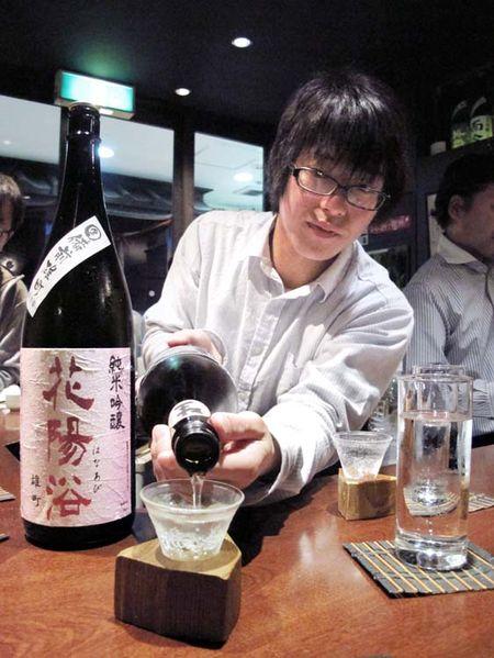 1Moto_tachinomi_Shinjuku_pouring
