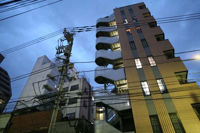 1tokyo_evening_crossing_lines