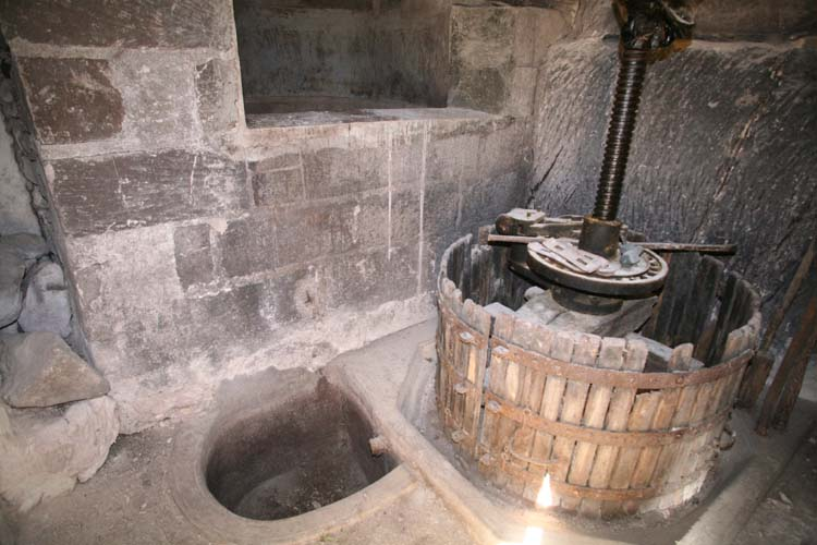 1cave_winery_loire_press_settling_vat