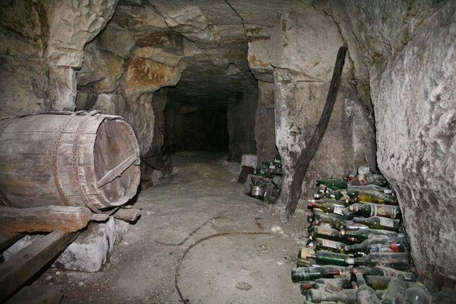 1cave_winery2_cask_bottles_dark_hole