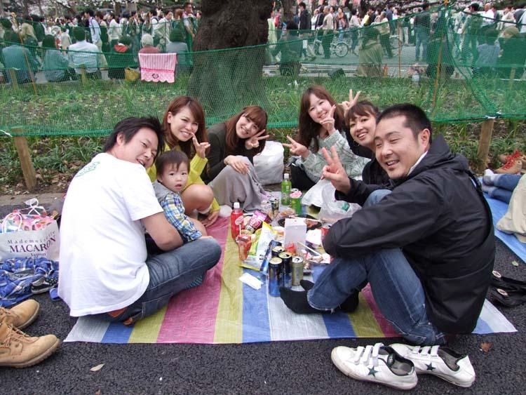 1hanami_family_friends_ueno_tokyo2013