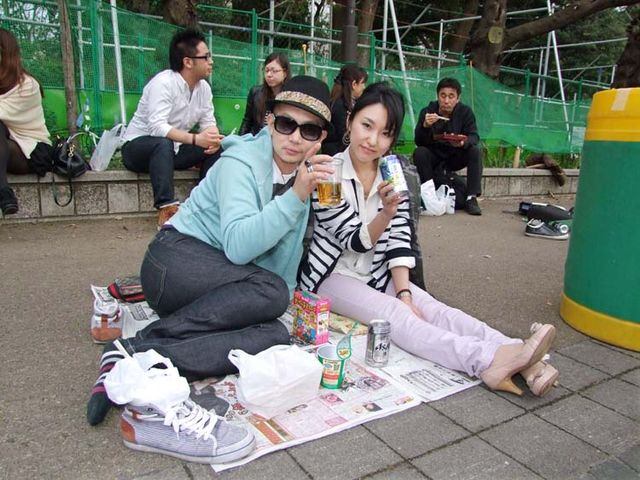 1hanami_couple_ueno_tokyo2013