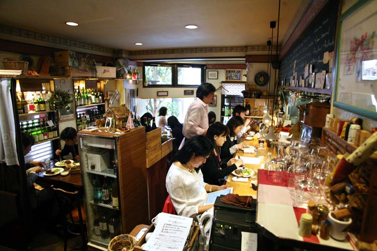 1meli-melo_tokyo_wine_restaurant_room