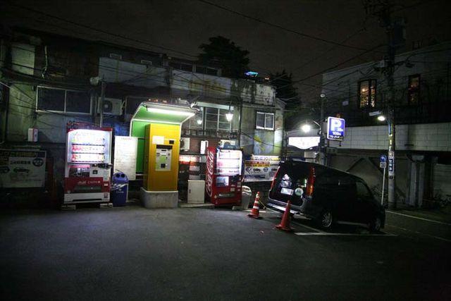 1golden_gai_shinjuku_parking_lot