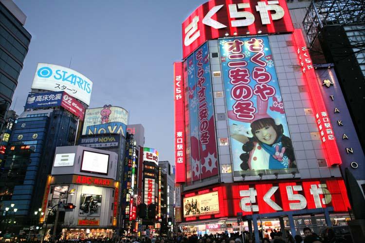 1shinjuku_lights_evening_tokyo