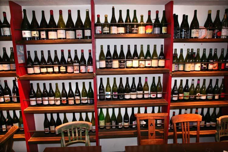1le_verre_vole_tokyo_bottle_wall