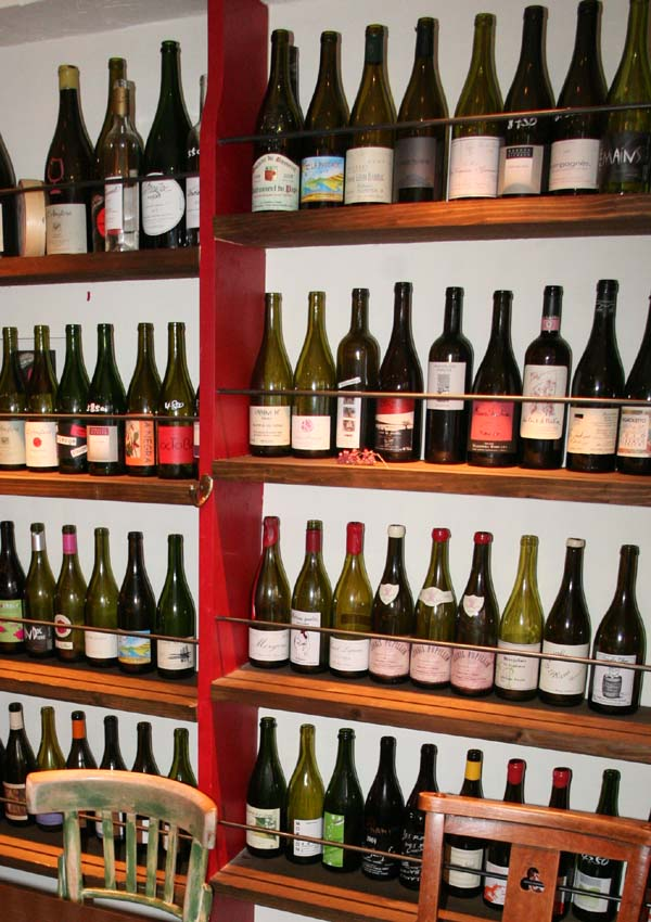 1le_verre_vole_tokyo_display_bottles