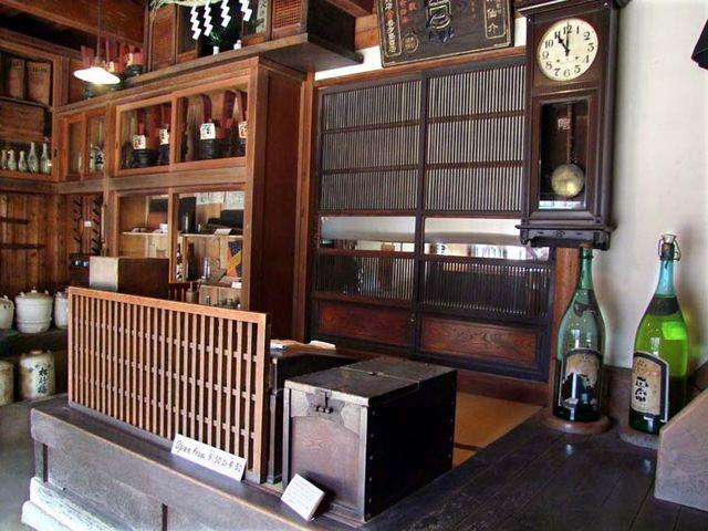 1yoshida_sake_store_cashier_desk
