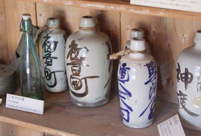 1yoshida_sake_store_tokyo_ceramic_bottles