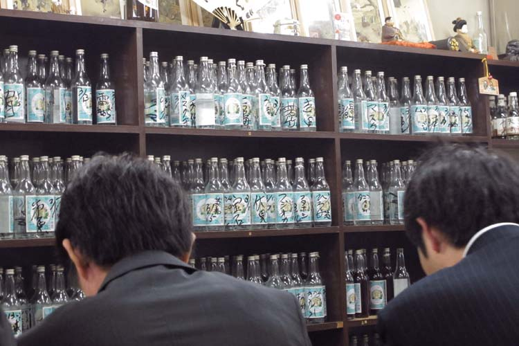 1Kita-Senju_Ohashi_tokyo_shochu_wall