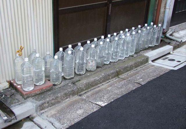 1water_bottles_vs_cats_japan_tokyo