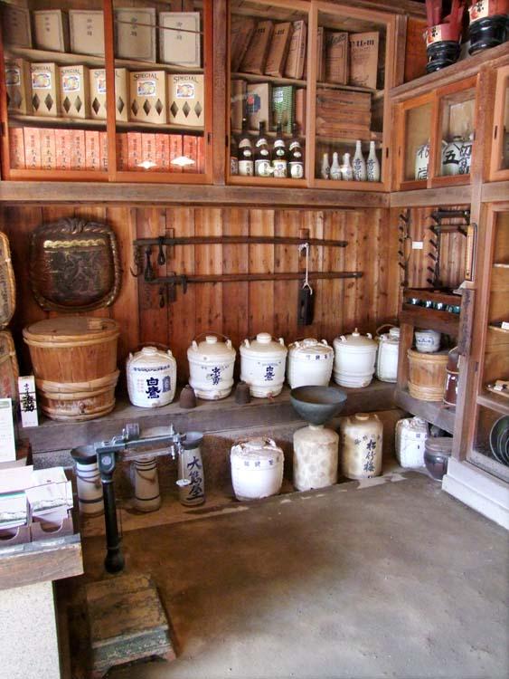 1yoshida_sake_store_tokyo_containers_scale