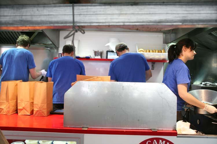 1camion_qui_fume_paris_kitchen_staff