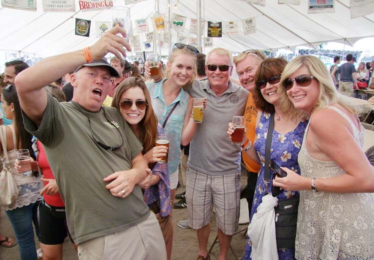 1portland_beer_festival_group_toasting