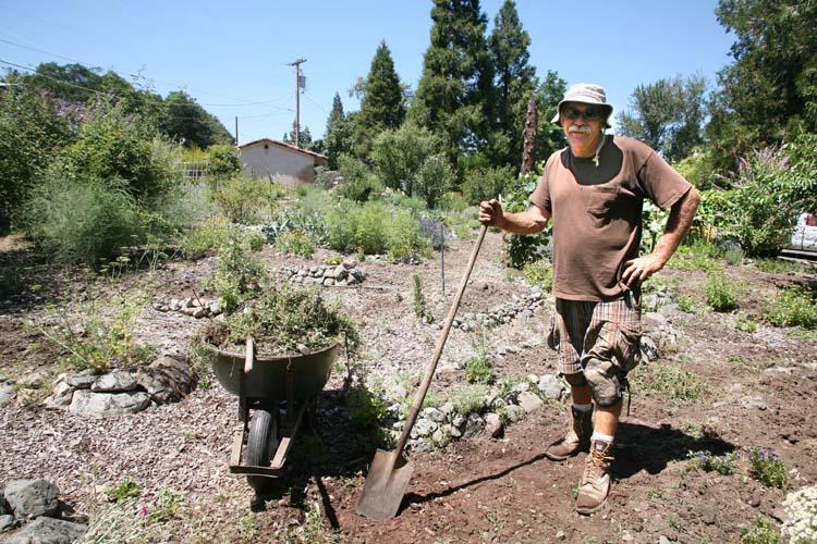 1new_sammys_bistro_john_working_organic_veg_garden