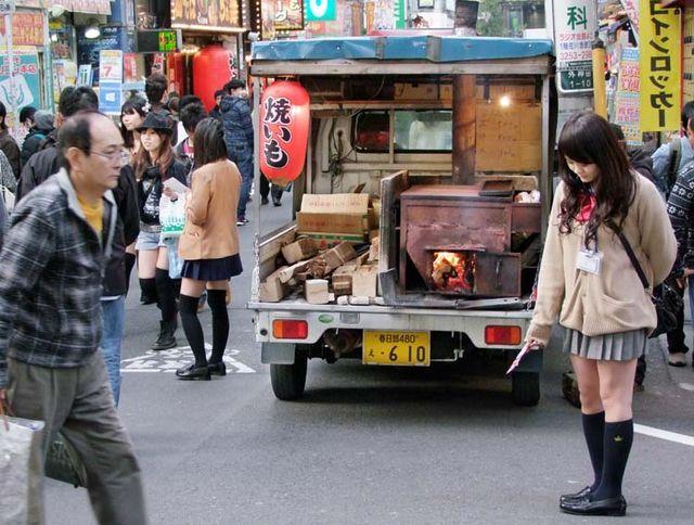 1yaki-imo_truck_akihabara_tokyo
