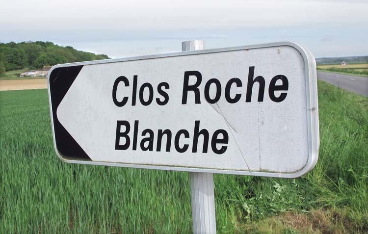 1clos_roche_blanche_sign