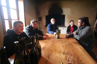1foillard_tablee_travailleurs_vignes