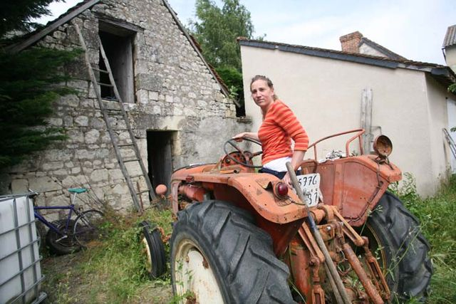 1helda_rabaut_chinon_on_tractor